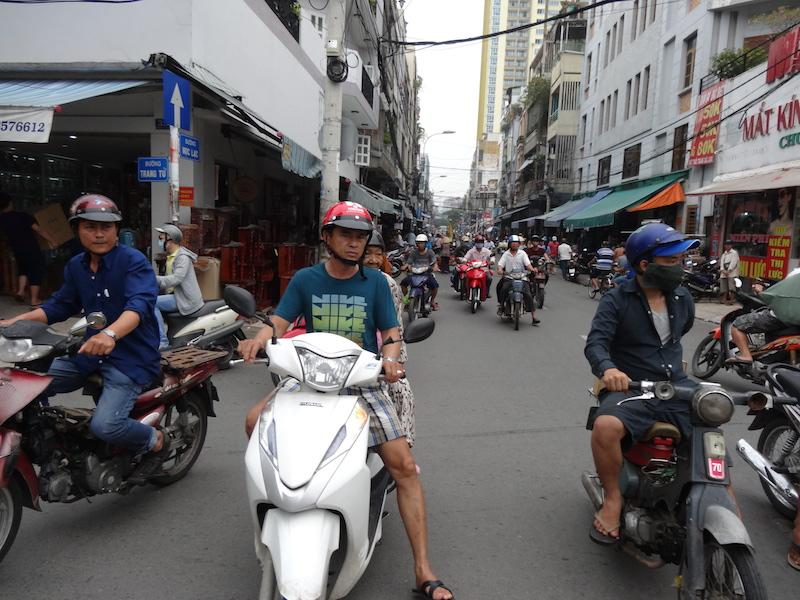 ベトナム・ハノイでバイク移動