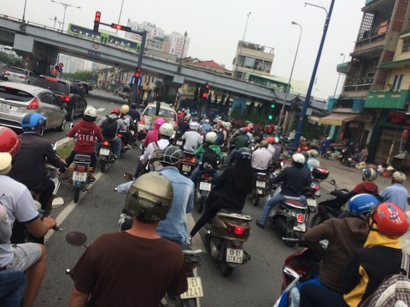 ベトナム・ハノイにてバイク移動