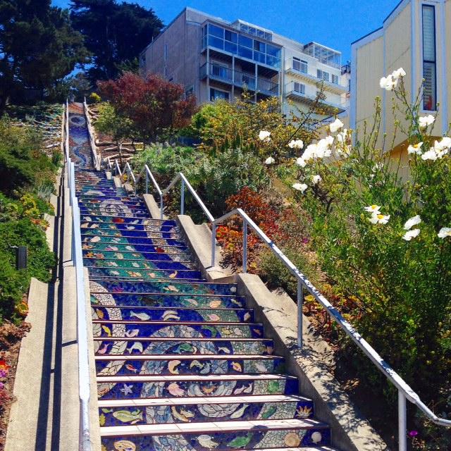 美しいモザイクの階段