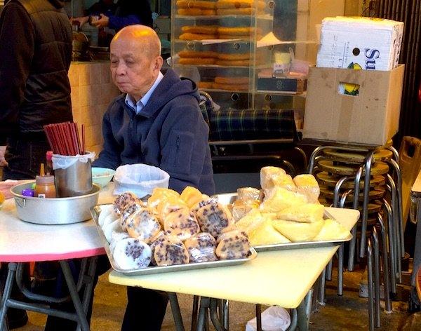 香港の伝統的な「小食」もトライしてみてください