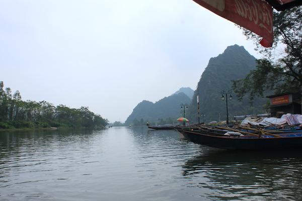 ボートで行くベトナム人の聖地「香寺」・ハノイ