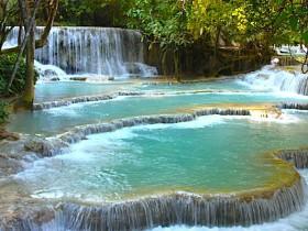 ラオス・ルアンパバーンのクアンシーの滝