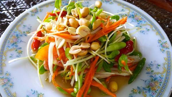 バンコク郊外の地方料理ソムタム