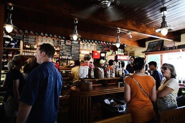 メルボルンはローカルレストランの時給が高い
