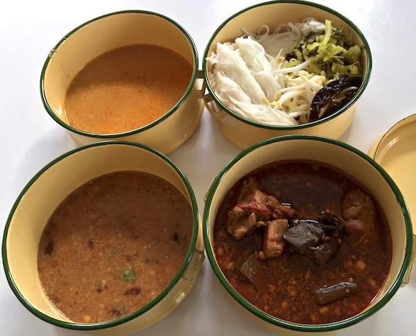 カノムジーンと3つのつけ麺スープ