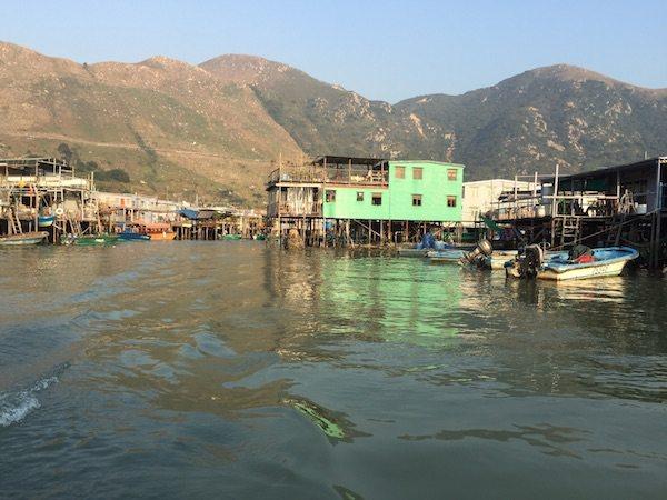 香港から漁村へ行く