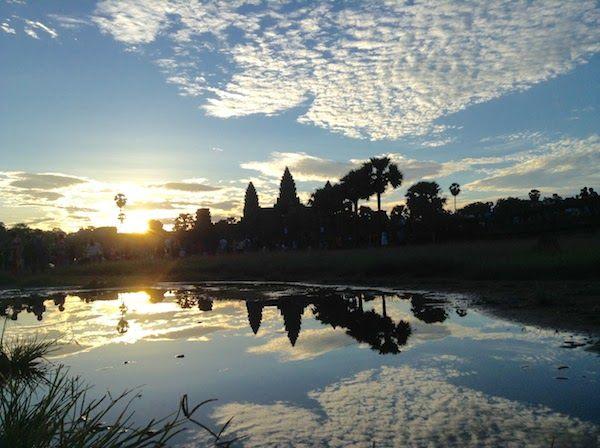 カンボジアのアンコールワットの日の出