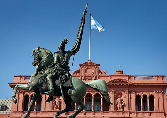 大統領官邸Casa Rosada(カサ・ロサーダ)