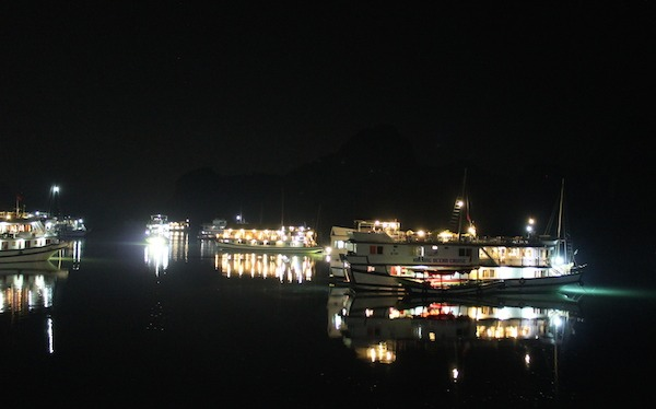 ベトナム・ハロン湾で船上宿泊