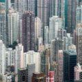 晴れでも雨でも空からモノが降ってくる街、香港
