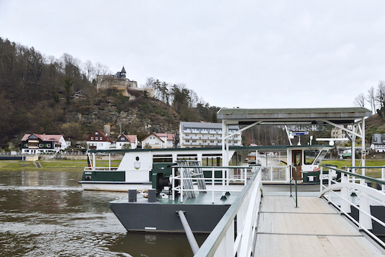 エルベ川を渡る船