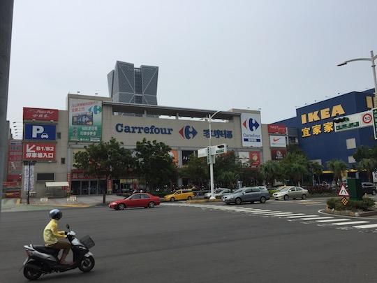 台湾のカルフールで買い物
