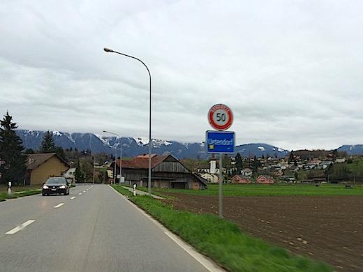 市街地の50キロ制限の標識