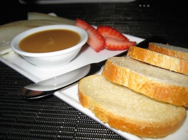 ドゥルセ・デ・レチェとパン