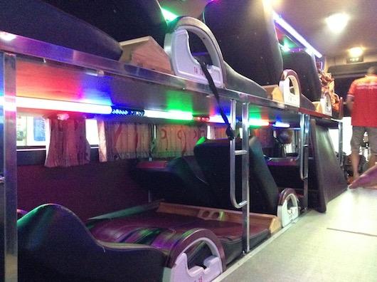 4列シートのバス