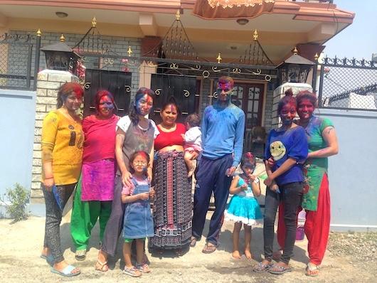 ネパールは地域社会で子育て