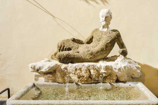トレヴィの泉にある彫刻