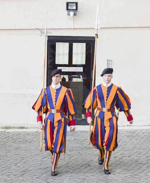 バチカンを守るスイス衛兵