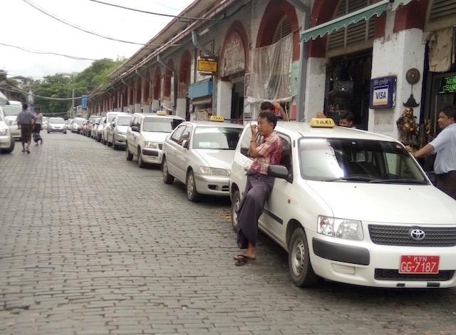ミャンマーのタクシー