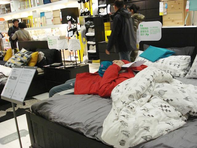 IKEAでくつろぐ