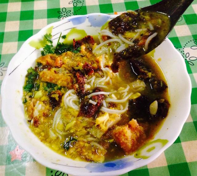 ミャンマーの朝食モヒンガー