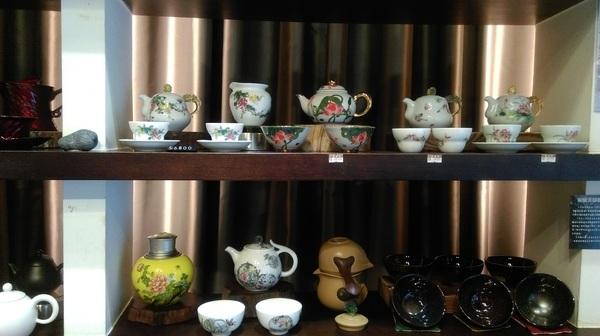 磁器製の茶壺