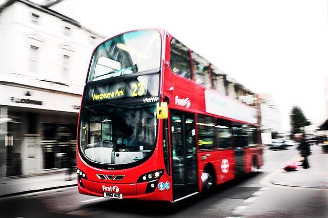 ロンドンの赤バス