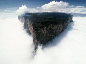 ギアナ高原のロライマ山