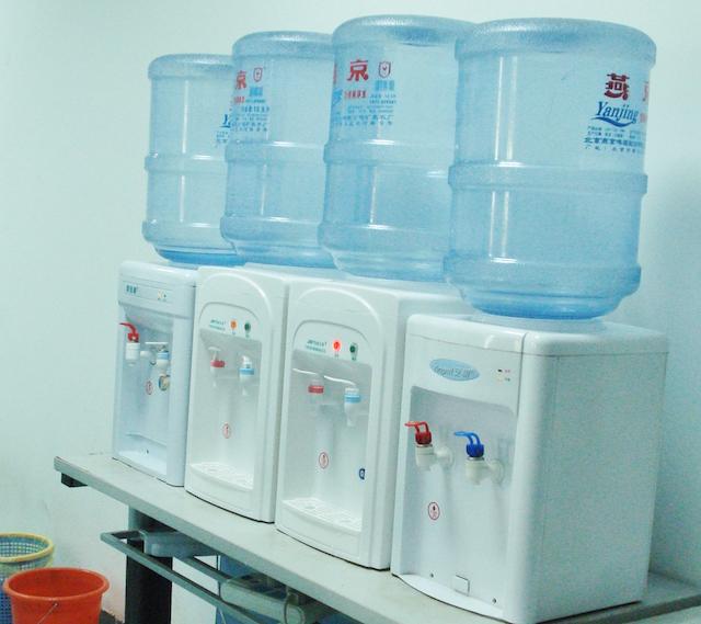 ボトル入り飲料水
