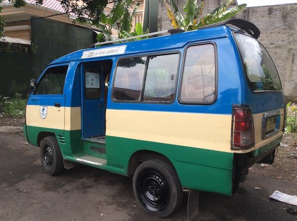 乗り合いバン:angkutan kota(アンクタン コタ)