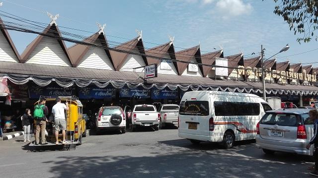 チェンマイ門市場前