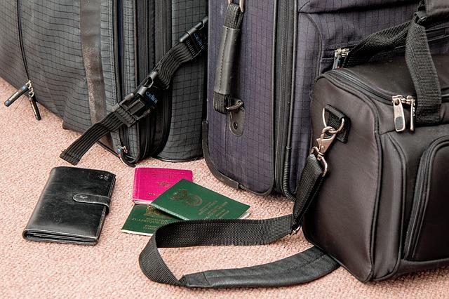 パスポートとカバン