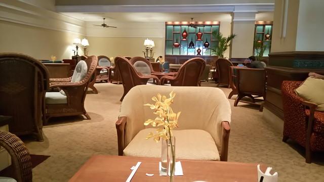 シャングリラホテルのロビーラウンジのカフェ 「Peacock Lounge」