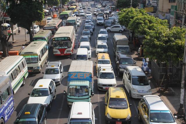 ミャンマーの渋滞