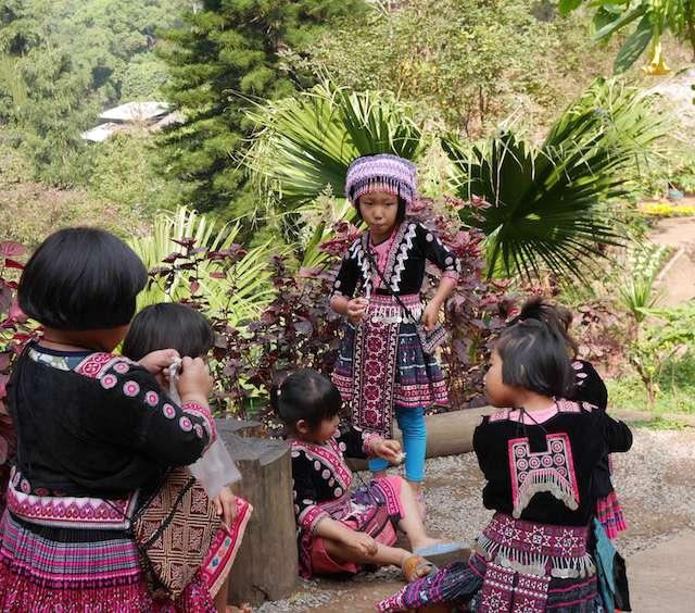 モン族の子どもたち
