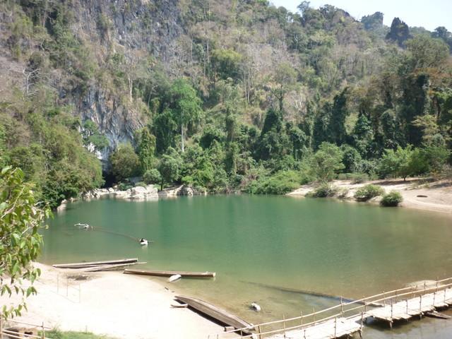 コンロー洞窟の池