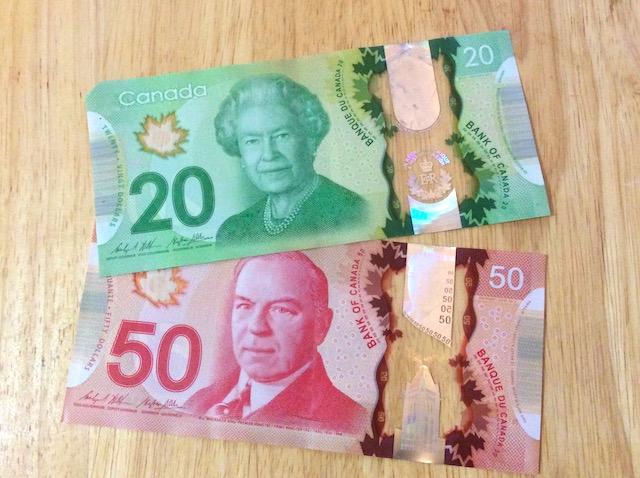 カナダのお金