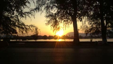 リバーサイドの夕日