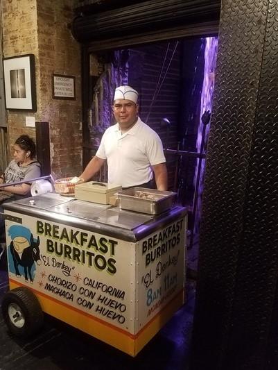 モーニングブリトーを売るメキシカンのお兄さん