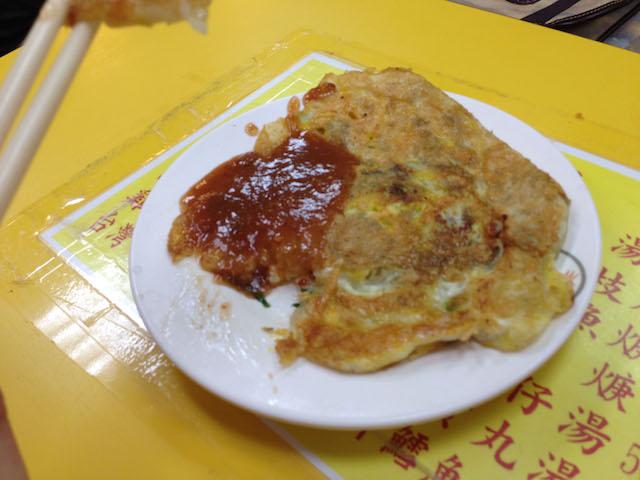 雞蛋蚵仔煎(ジーダンオアチェン)というカキオムレツ
