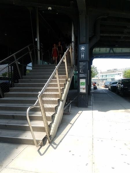 14番通りの階段