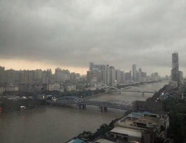 曇りの広州