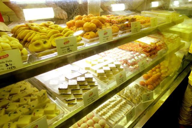 ネパールの甘いお菓子