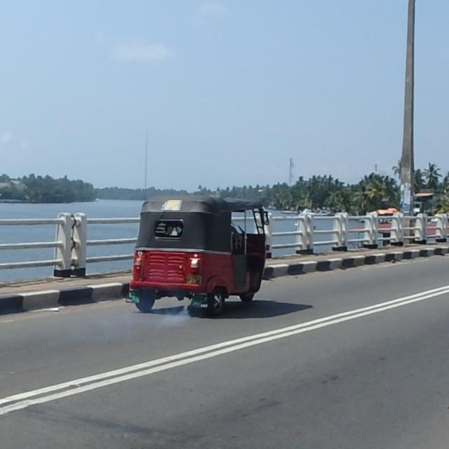 スリランカのトゥクトゥク