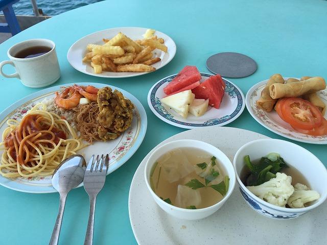 パヤ島ツアーの昼食