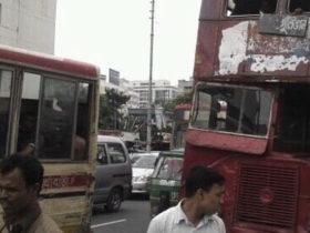 バングラデシュでまだまだ走るバス