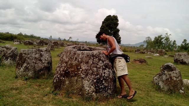 謎の石壺が残されるジャール平原