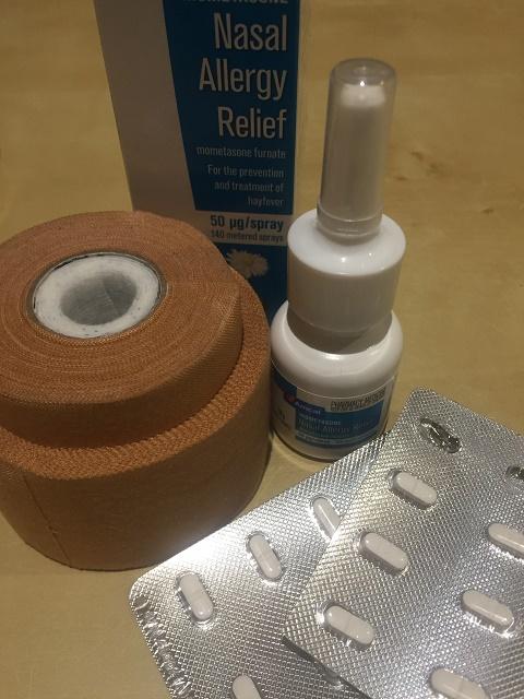 花粉症の薬と打撲時にもらったテーピング