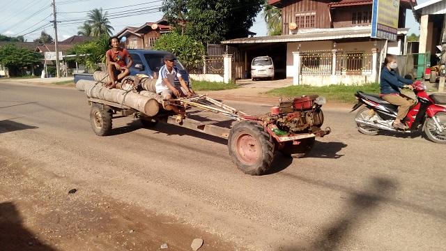 ラオスのトラック