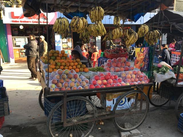 ネパールの果物市場